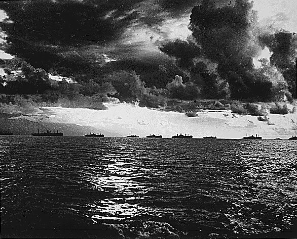 US_Armada_moving_towards_Leyte_Island